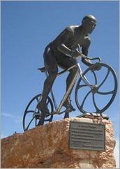 marco-pantani-statuie
